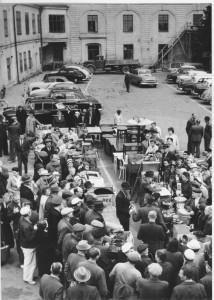 Smörtorget Liv och rörelse var det alltid när auktion hölls på Smörtorget. Under många år hölls den välbesökta tillställningen här.